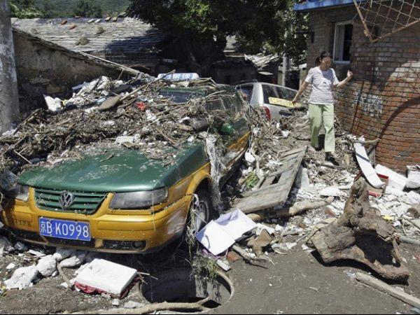 Pior chuva dos últimos 60 anos deixa 10 mortos em Pequim
