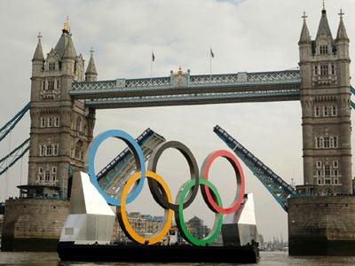 Comitês vigiam atletas olímpicos para evitar gafes, deslizes e até brigas