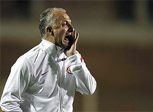 Dorival Junior vai ao Rio acertar contrato com o Flamengo