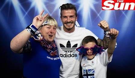 Visita surpresa do ídolo David Beckham emociona, e menino inglês cai no choro