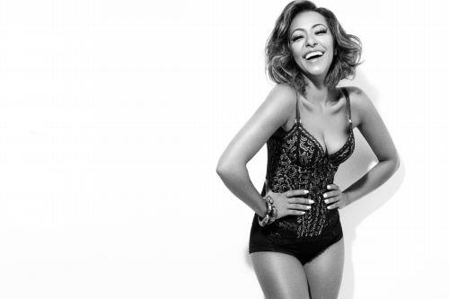 Mais magra, Samantha Schmutz revela faceta sensual em fotos