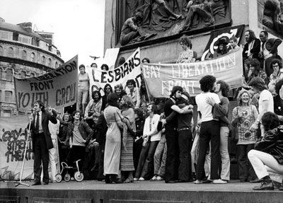 Gays e travestis de Teresina tentam lutar contra preconceito e violência