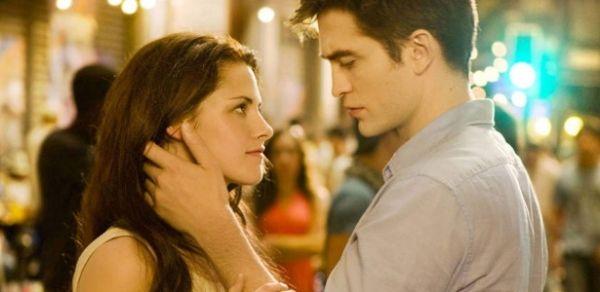 Após traição, Kristen Stewart está implorando perdão a Robert Pattinson