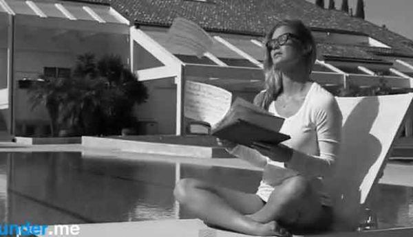 Bar Refaeli mostra demais em comercial de lingerie