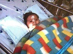 Bebê sobrevive a doença no fígado após transplante raro em SP