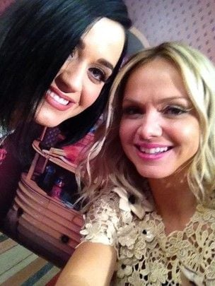 Acompanhado dos filhos, Luciano Huck entrevista Katy Perry no Rio