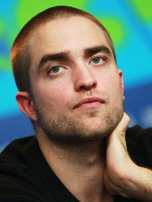 Amigos se preocupam com isolamento de Robert Pattinson