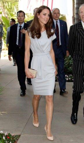 Elegante, Kate Middleton participa de evento para promover a Inglaterra