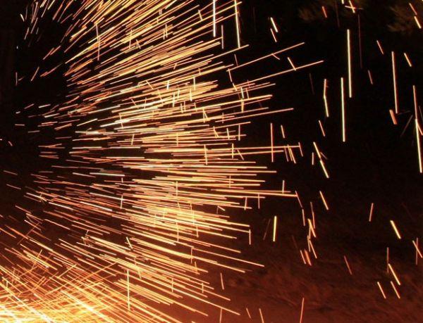 Homem se queima após colocar fogo de artifício entre nádegas