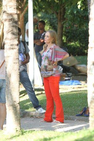 Angélica mostra seu barrigão em gravação com Juliana Paes no Rio