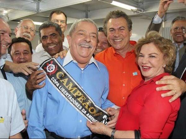 Corintiano, Lula coloca faixa de campeão da Copa Libertadores