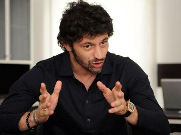 Ex-jogador do Milan concorre ao Parlamento da Geórgia