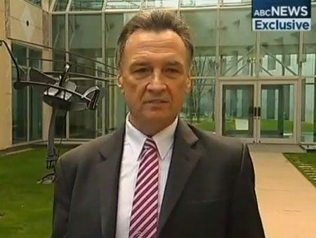 Ministro australiano se empolga e dança durante entrevista