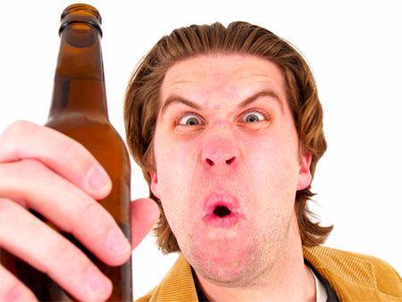 Bêbado declara amor por homens de uniforme ao ser preso
