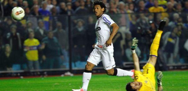 Corinthians tenta curar ressaca e volta a ter Romarinho como titular