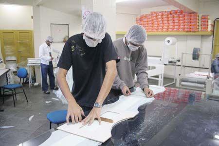 Empresas reduzem vagas para iniciantes devido crise econômica