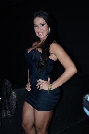 Gracyanne Barbosa usa microvestido em boate