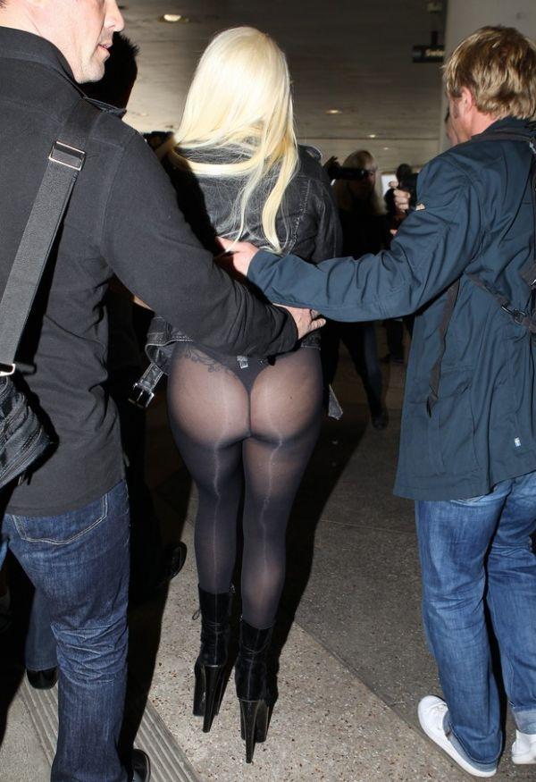 O negócio é causar: Lady Gaga faz gesto obsceno e mostra o bumbum