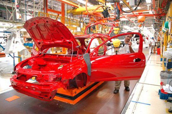 Produção industrial para de cair, mas fecha semestre no vermelho