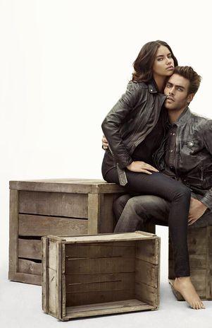 Top brasileira Adriana Lima estrela campanha de jeans