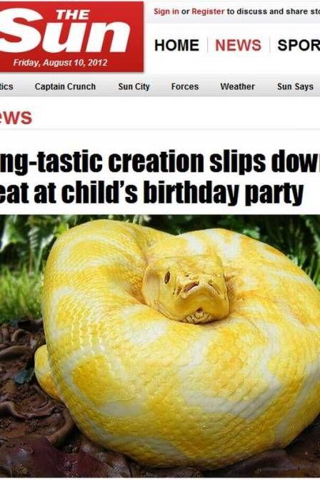 Crianças disputam a cabeça da cobra em bolo de aniversário na Inglaterra