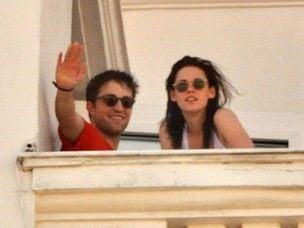 Robert Pattinson superou raiva após traição e quer reconciliação