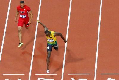 Três vezes Bolt: Jamaica é ouro e bate recorde mundial nos 4x100m