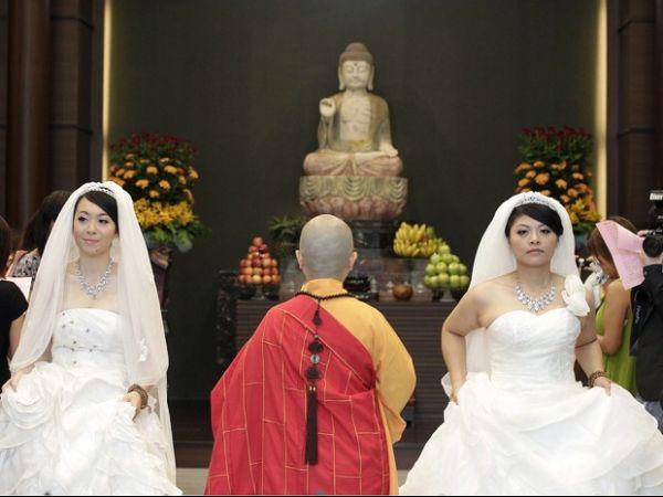 Taiwan celebra primeira cerimônia budista de casamento gay