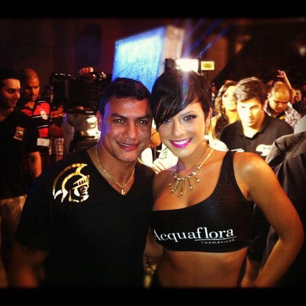 Recém-solteira, Babi Rossi vira ring girl em evento de luta