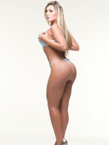 Ex-latinete Andressa Urach divulga ensaio sensual de lingerie