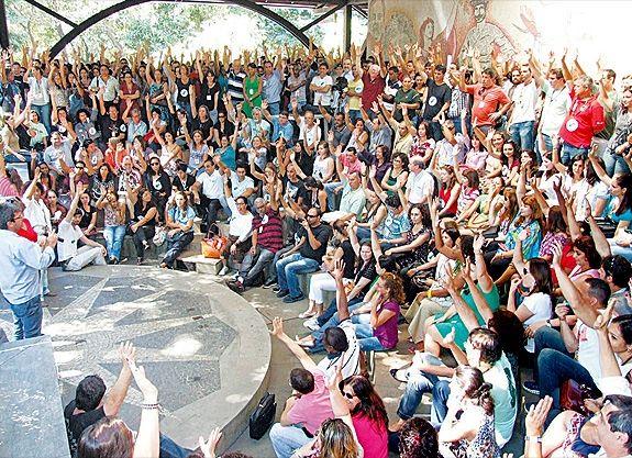 Governo volta a negociar reajuste de servidores e greve se esvazia