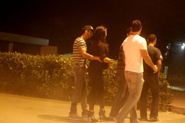 Gusttavo Lima vai a restaurante e sai abraçadinho com ex de Eliéser