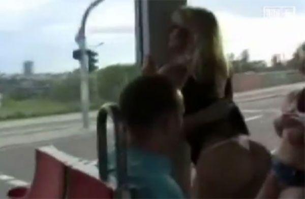 Jovens podem ser presos após gravarem vídeo pornô em bonde