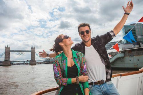 Paola Oliveira e Joaquim Lopes curtem viajem romântica a Londres