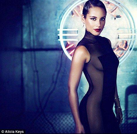 Alicia Keys em capa de novo CD sem calcinha e com vestido justo