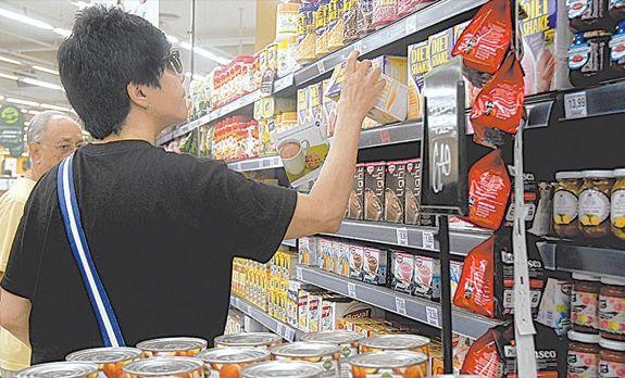 Com previsão de inflação subir, é hora de ter cautela nas compras