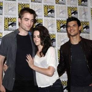 Amigos de Pattinson imploram para que ele termine com Kristen