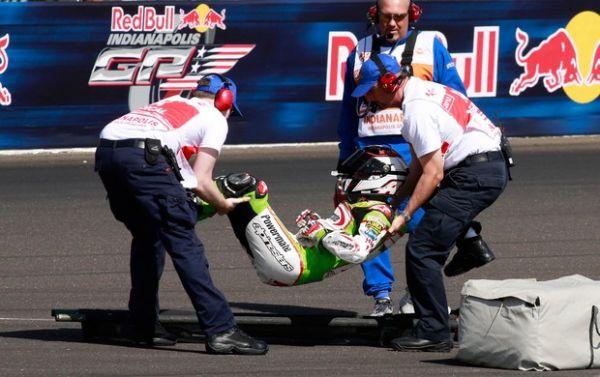 Piloto espanhol sofre acidente grave durante treino da MotoGP após quebrar a perna