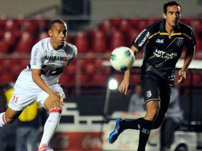 Com dois golaços e um de Ceni, São Paulo vence por 3x0 e deixa Ponte Preta a perigo