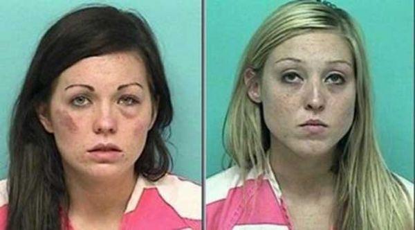 Jovens são presas após briga; uma urina em carro da polícia