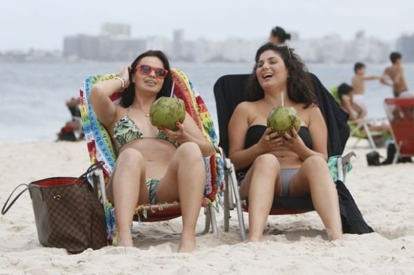 Veridiana Freitas, ex de Gusttavo Lima exibe corpão em praia