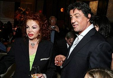 Viciada em cirurgia plástica aos 91 anos, mãe de Sylvester Stallone chama a atenção