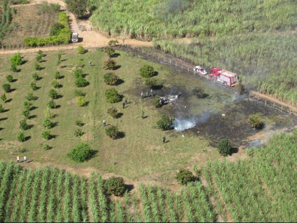 Colisão no ar entre dois aviões de pequeno porte deixa quatro pessoas mortas; fotos!