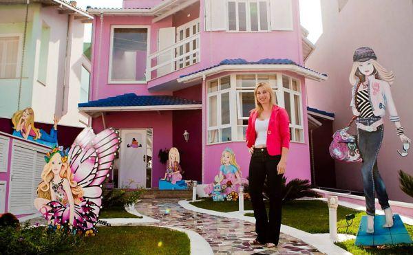 Mulher transforma residência em