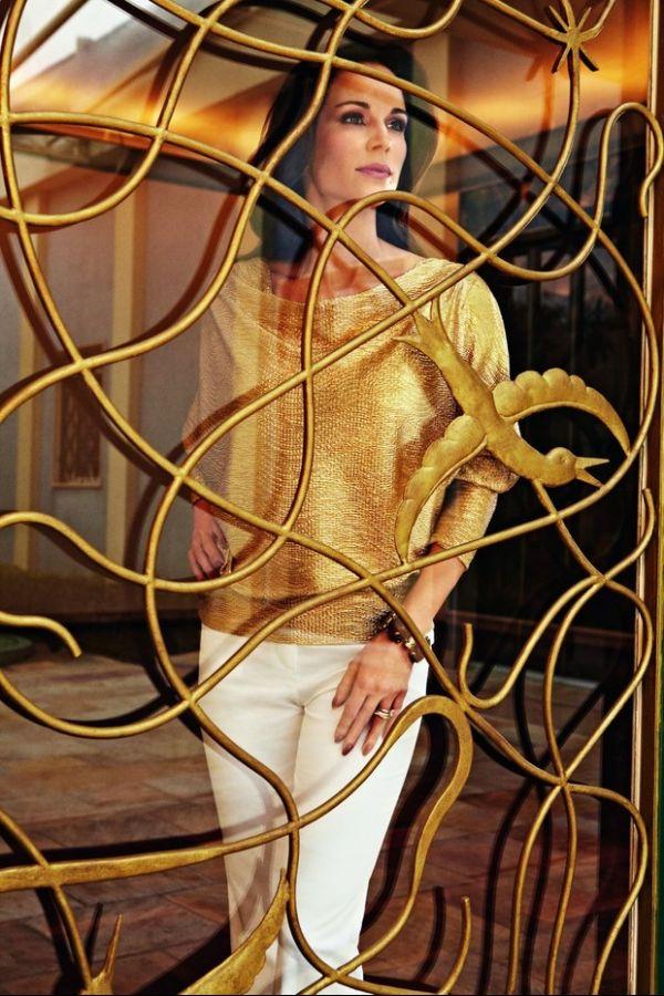 Ana Furtado posa em clima retrô para grife de roupas