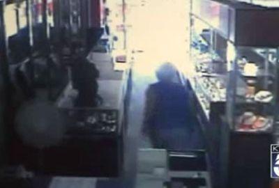 Idosa tem loja assaltada e afugenta ladrões a tiros nos EUA