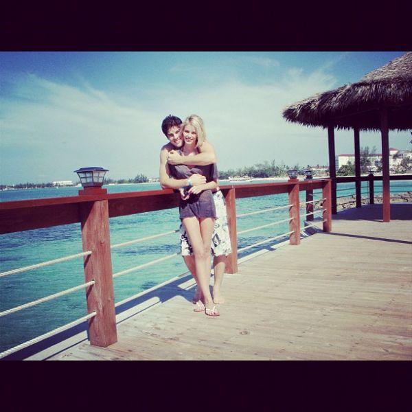 Yasmin Brunet posta foto em clima de romance com namorado: