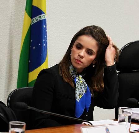 Mulher de Cachoeira ganha uma ?rival? na disputa de musa da CPI