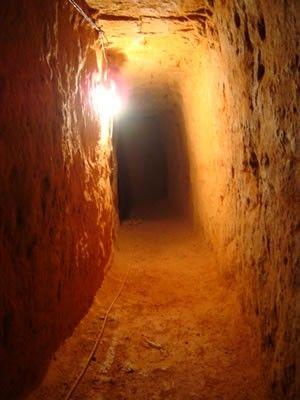 Polícia descobre túnel de 30 metros entre residência e presídio
