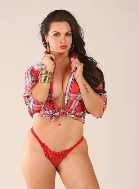Veridiana Freitas posa para ensaio sensual e detona Gusttavo Lima